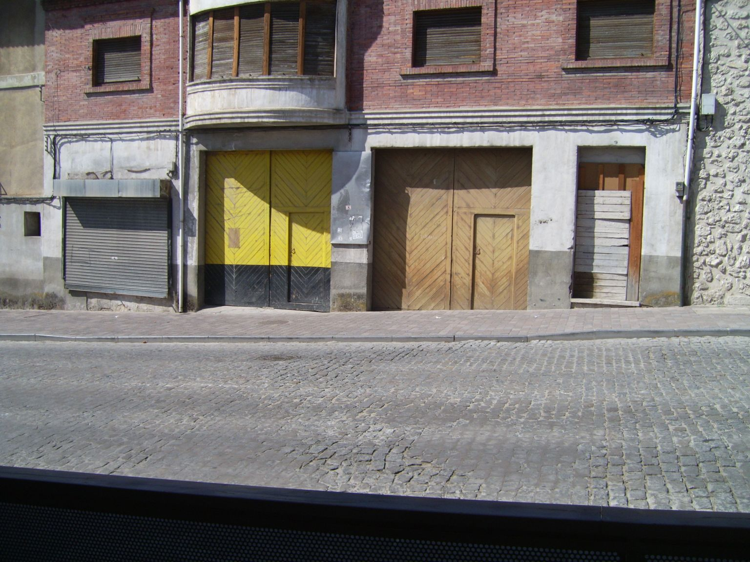 Calle Nueva 9 con vados en acera para vehículos