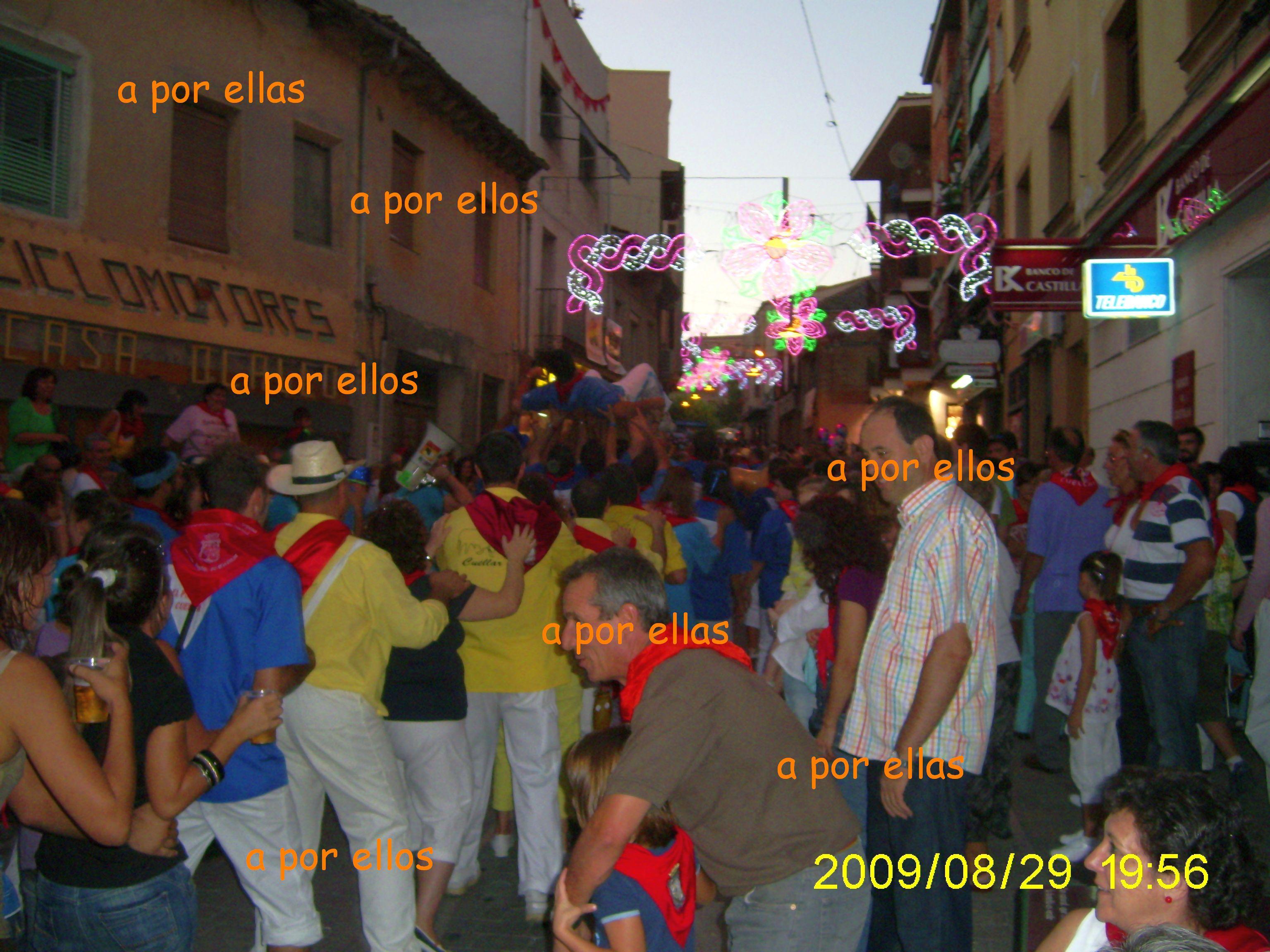 Desfile de peñas el sábado de toros por la calle las parras, el año 2009